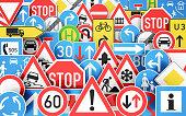 Hintergrund mit vielen unterschiedlichen Verkehrsschildern, 3D Rendering
