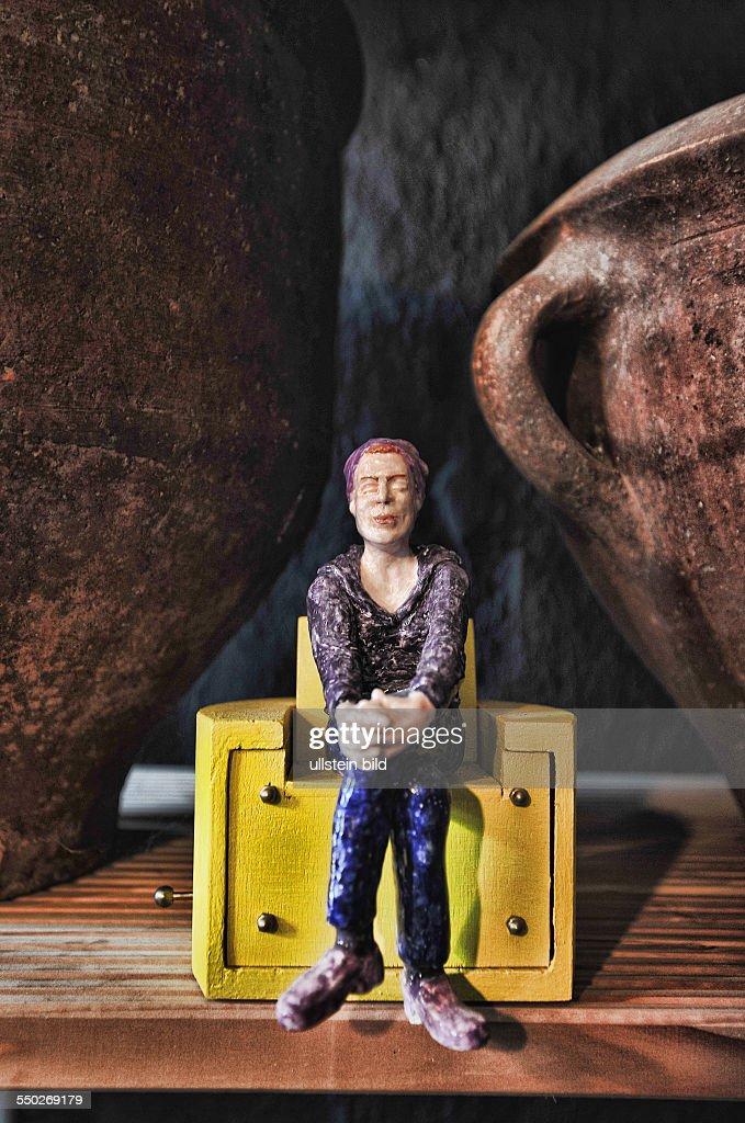 Vierseitenhof in Brochow Babette und Ruediger Kaffke , Ausstellung Ausstellungsraum Magpie Kunst Leuchter Stuhl Sofa , Hof Bauernhof , hier <a gi-track='captionPersonalityLinkClicked' href=/galleries/search?phrase=Natascha+Kampusch&family=editorial&specificpeople=2432790 ng-click='$event.stopPropagation()'>Natascha Kampusch</a> beim ersten Interview