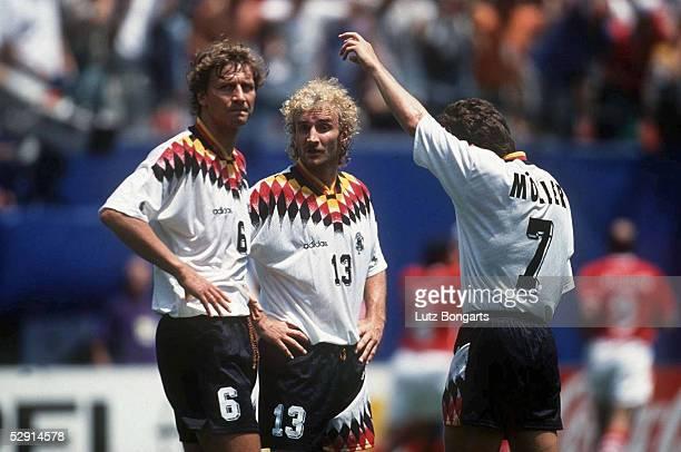 Viertelfinale in New York am 100794 Guido BUCHWALD Rudi VOELLER Lothar MATTHAEUS/GER