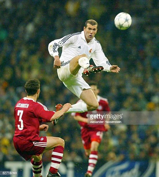 LEAGUE 01/02 Viertelfinale Madrid REAL MADRID FC BAYERN MUENCHEN Bixente LIZARAZU/BAYERN Zinedine ZIDANE/REAL