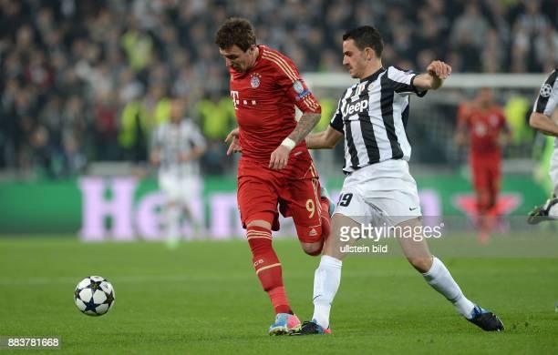 ViertelfinalRückspiel Saison 2012/2013 FUSSBALL CHAMPIONS Juventus Turin FC Bayern Muenchen Mario Mandzukic gegen Leonardo Bonucci