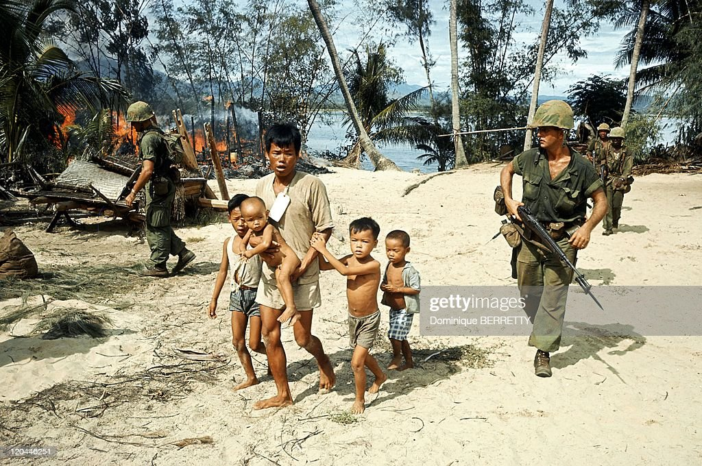 Viet Nam War in 1965 Evacuation of the vietnamese civilians