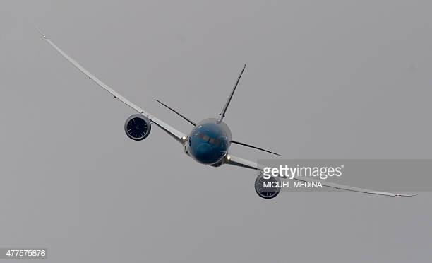 A Vietnam Airlines Boeing 7879 Dreamliner performs at the International Paris Airshow at Le Bourget on June 18 2015 The airshow will be open to the...