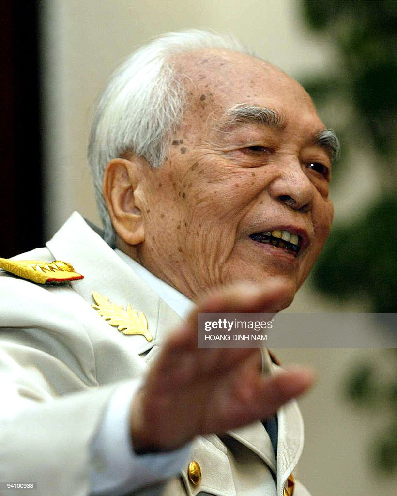 Vietnamese 92-year-old legendary General Vo Nguyen Giap gestures as he addresses a press conference in Hanoi on 30 April 2004. The general who masterminded Vietnam's wars of independence against the French and American armies, warned the United States Friday that it faced defeat in Iraq. AFP PHOTO/HOANG DINH NAM/na.