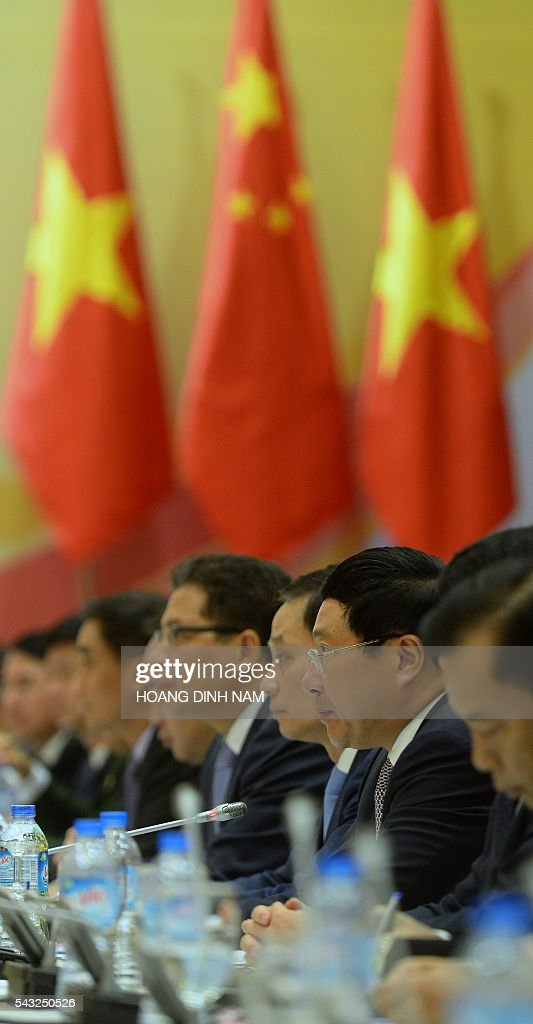 Vietnamese Deputy Prime Minister and Minister of Foreign Affairs Pham Binh Minh (2nd R) speaks as he attends the 9th joint-meeting on bilateral cooperation between Vietnam and China with Chinese State Councilor Yang Jiechi (not pictured) in Hanoi on June 27, 2016. Yang is in Vietnam to attend the 9th joint-meeting on bilateral cooperation between the two countries. / AFP / HOANG