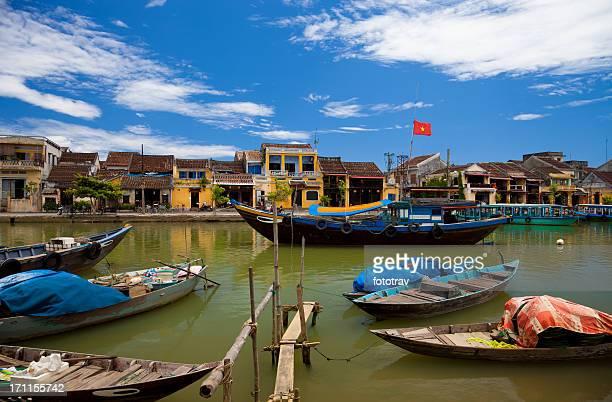 Vietnamienne les bateaux de pêche et de la vieille ville de Hoi An et du Vietnam