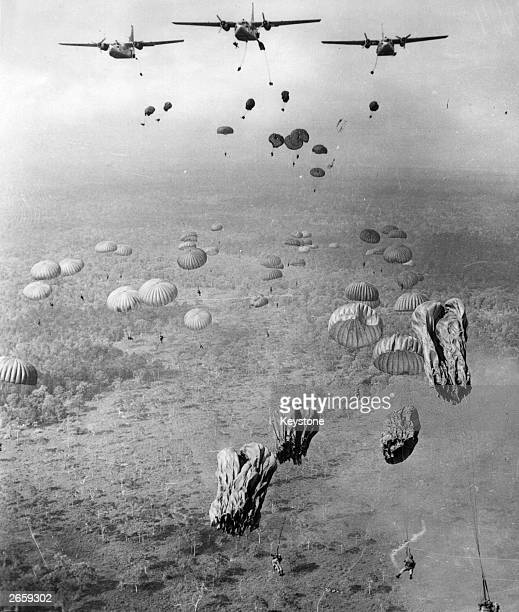 840 Vietnamese paratroopers dropping from US Air Force C123s transport planes over Tay Ninh province in South Vietnam during the Vietnam War The...