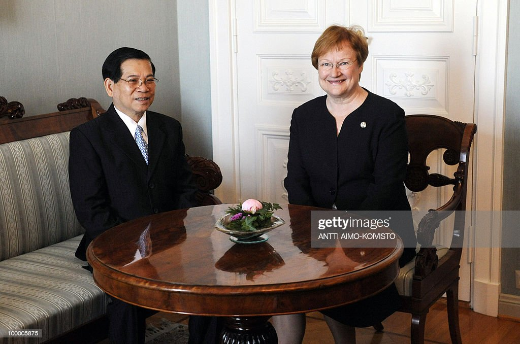 Vietnamese president Nguyen Minh Triet (L) and Finnish President Tarja Halonen meet in the Presidential Palace in Helsinki on May 20, 2010. Triet is on a three-day official state visit to Finland. AFP PHOTO/LEHTIKUVA/Antti Aimo-Koivisto