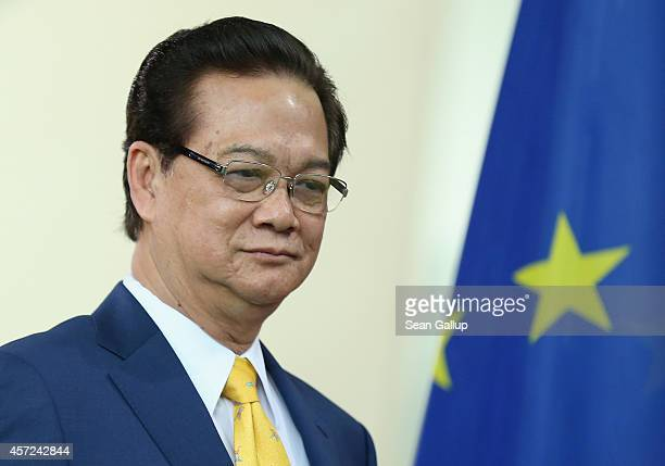 Vietnamese Prime Minister Nguyen Tan Dung and German Chancellor Angela Merkel arrive to speak to the media following talks at the Chancellery on...