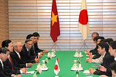 Vietnamese Prime Minister Nguyen Tan Dung and Japanese Prime Minister Shinzo Abe talk during their meeting at Abe's official residence on October 19...