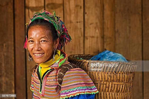 Femme vietnamienne de fleur Tribu Hmong