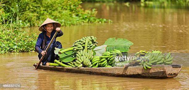 Vietnamesische Frau Ruder Boot in das Mekong-Delta, Vietnam