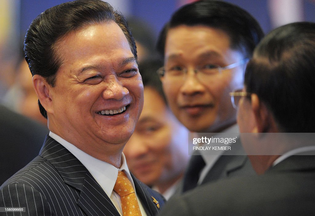 Vietnam's Prime Minister Nguyen Tan Dung (L) shares a light moment with Cambodian Prime Minister Hun Sen during the ASEAN-India Commemorative Summit in New Delhi on December 20, 2012. Leaders from The Association of South-East Asian Nations are in the Indian capital for a two day summit. AFP PHOTO/Findlay KEMBER