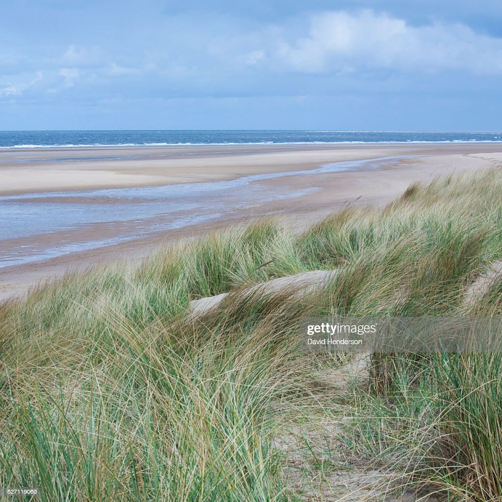 View across dunes to deserted beach : Foto de stock