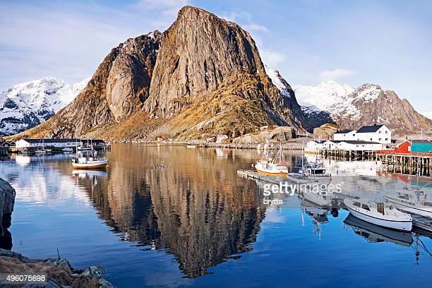 Visualizza il piccolo villaggio di pescatori di Hamnoy, Lofoten, Norvegia