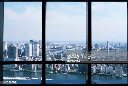 東京の高層ビルの眺めをお楽しみください。