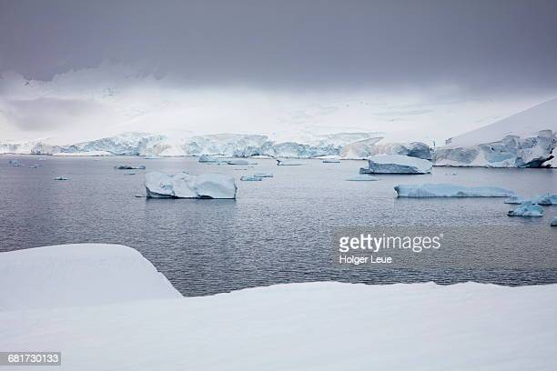 View from snow bridge to icebergs