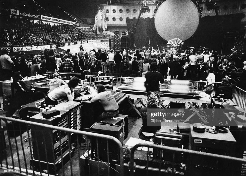 Archive Entertainment On Wire Image: Pink Floyd