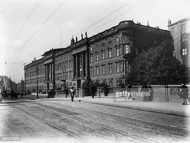 View from the Kurfuerstenbruecke of the Berlin City Palace around 1910