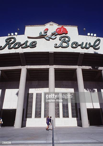 A view from the outside of the front gate of the Rose Bowl prior to the University of Washington 4634 Rose Bowl victory over the University of Iowa...
