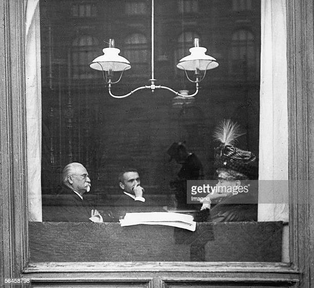 View in a coffeehouse in the Babenbergerstrasse visavis the Kunsthistorisches Museum Vienna In the window grate is a reflection of the...