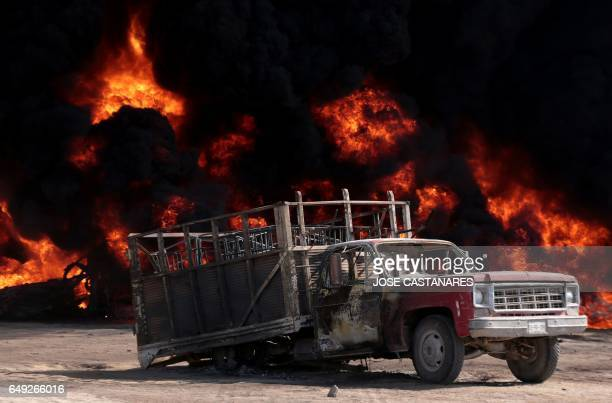 View of a burnt truck following the explosion of a petrol pipeline caused by fuel theft in Acatzingo Puebla State on March 7 2017 / AFP PHOTO / JOSE...