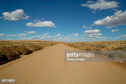 View of a dirt road near Chacon Canyon, New Mexico, USA : Foto de stock