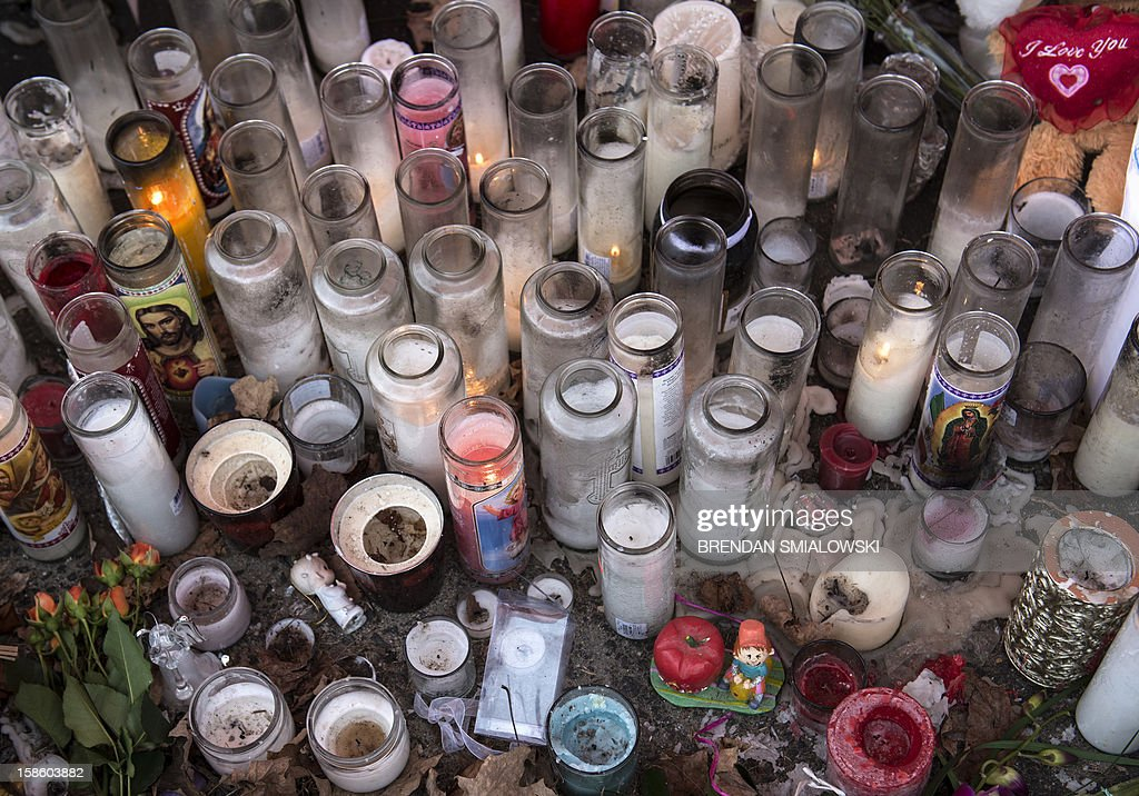 A view of a makeshift memorial on December 20, 2012 in Newtown, Connecticut. People continue to mourn the killing of 20 students and 6 adults by alleged gunman Adam Lanza at Sandy Hook Elementary School last December 14. AFP PHOTO/Brendan SMIALOWSKI