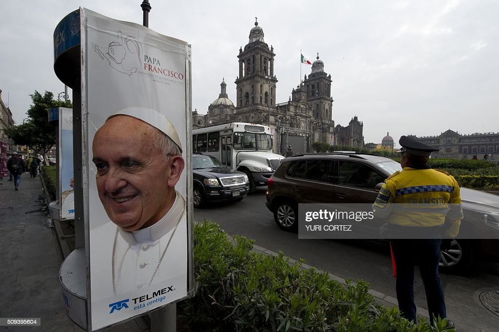 View of a phone booth displaying an image of Pope Francis near El Zocalo square in Mexico City on February 10, 2016. Pope Francis will visit four Mexican states from next February 12 to 17. AFP PHOTO / YURI CORTEZ / AFP / YURI CORTEZ