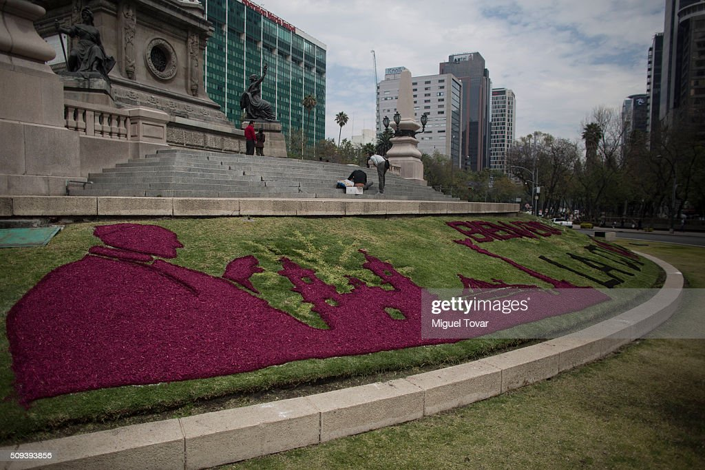 View of a Pope Francis silhouette made with colored wood chips at Angel de la Independencia monument on February 10, 2016 in Mexico City, Mexico. Mexico waits for the upcoming visit of Pope Francis on February 12-17.