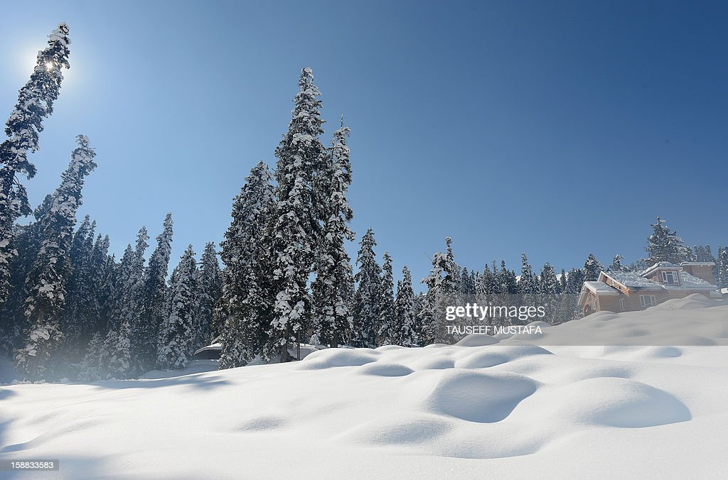 A view of a ski-resort in Gulmarg, about 55 kms north of Srinagar, on December 13, 2012. Gulmarg is the main ski destination in Indian Kashmir and hundreds of foreigners visit the slopes despite an ongoing insurgency in the region. AFP PHOTO/ Tauseef MUSTAFA