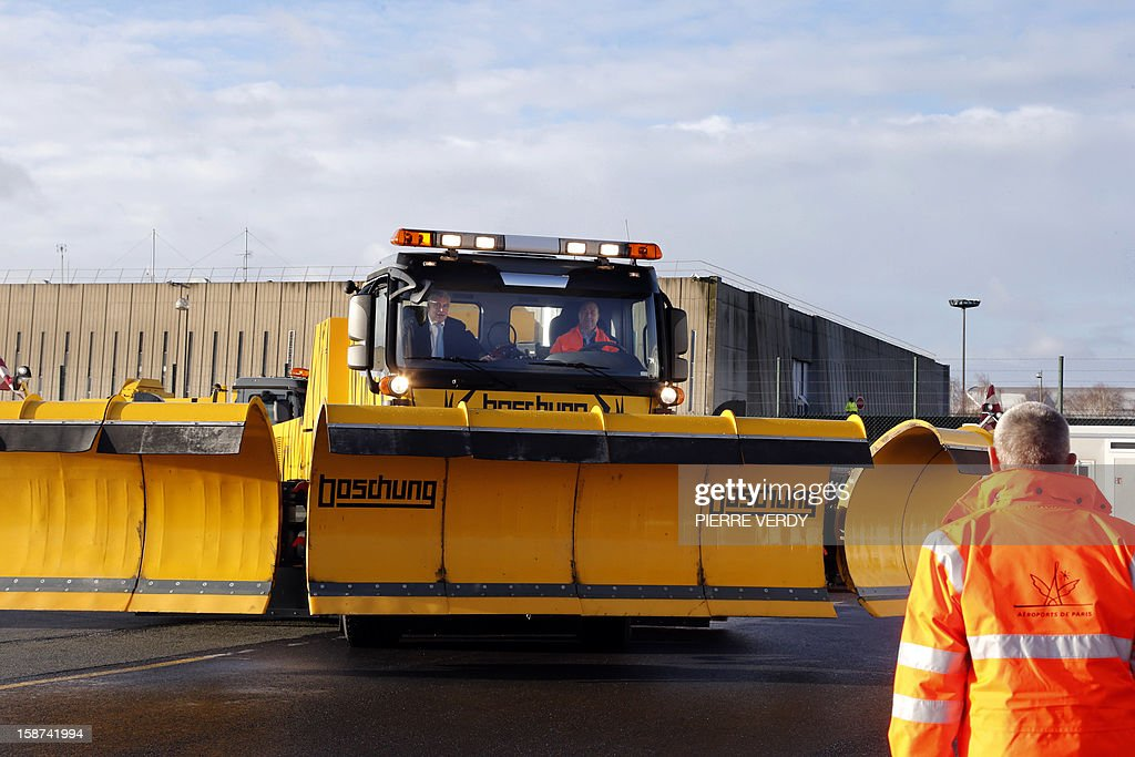View of a snow plough at the Roissy-Charles de Gaulle airport, near Paris on December 27, 2012. AFP PHOTO / PIERRE VERDY