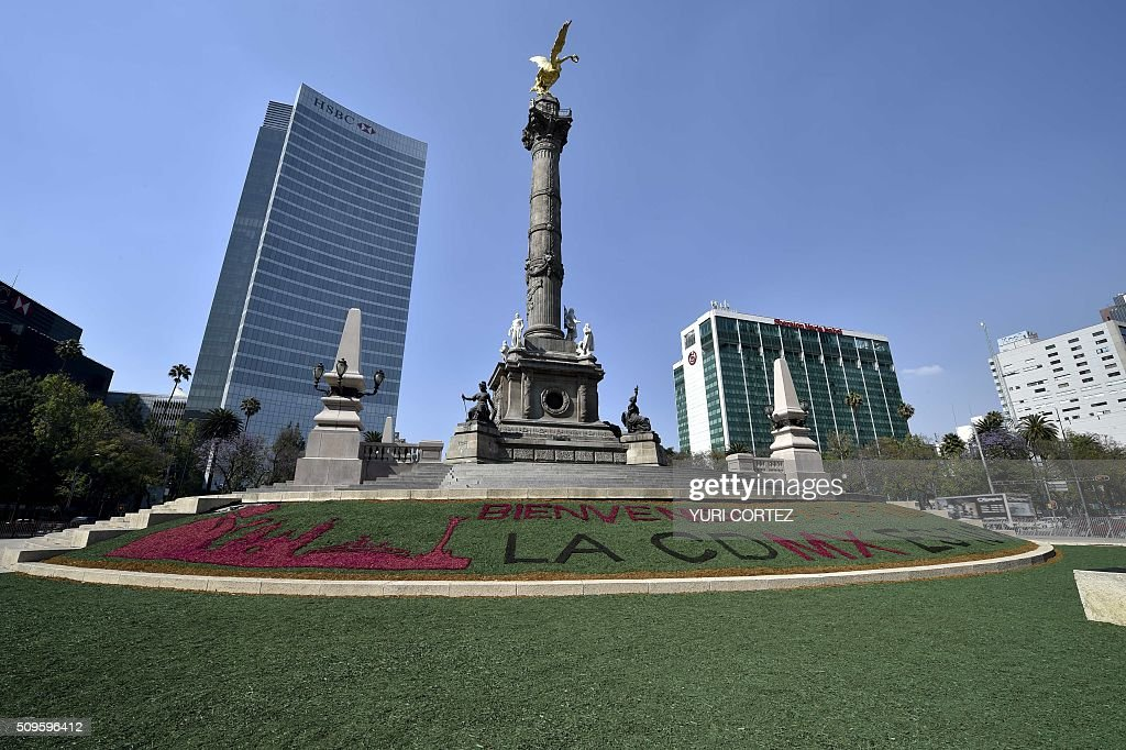 View of a welcome message for Pope Francis at the Independence Angel square along Reforma avenue in Mexico City on February 11, 2016. Pope Francis will visit four Mexican states from next February 12 to 17. AFP PHOTO / Yuri CORTEZ / AFP / YURI CORTEZ