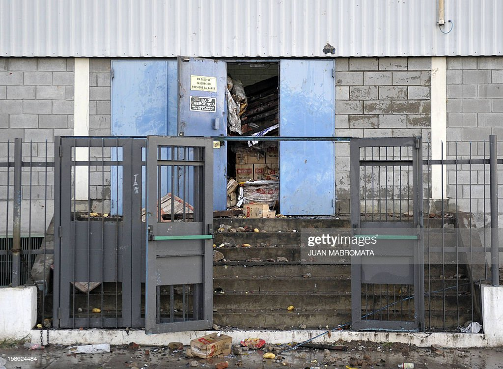 View of a wrecked lateral entrance to a supermarket after it was looted in San Fernando, Buenos Aires province on December 21, 2012. Two people died Friday and two more were seriously injured as mobs looted supermarkets in Rosario, Argentina's third largest city, an official said. A series of lootings have taken place in five other cities of Argentina since Thursday leaving also near a hundred people injured and 300 detained. AFP PHOTO / JUAN MABROMATA