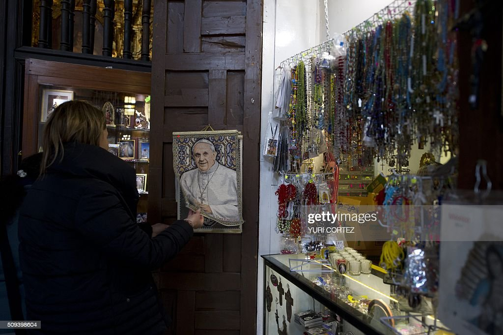 View of an image of Pope Francis for sale at a store in Mexico City on February 10, 2016. Pope Francis will visit four Mexican states from next February 12 to 17. AFP PHOTO / YURI CORTEZ / AFP / YURI CORTEZ