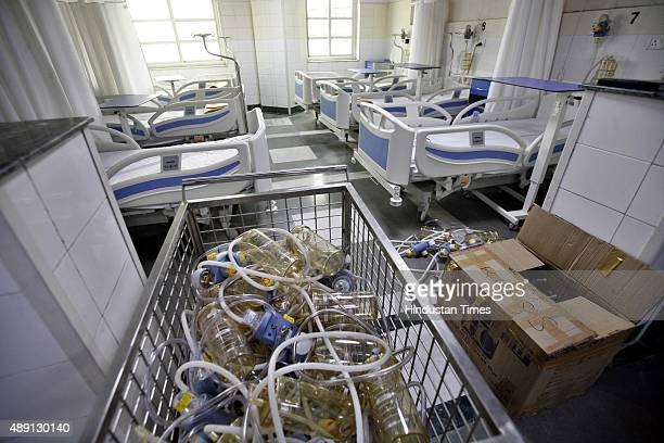 A view of empty beds after Delhi government's order Rajiv Gandhi Superspecialty hospital to arrange 200 beds in Dengue Ward with just 7 dengue...