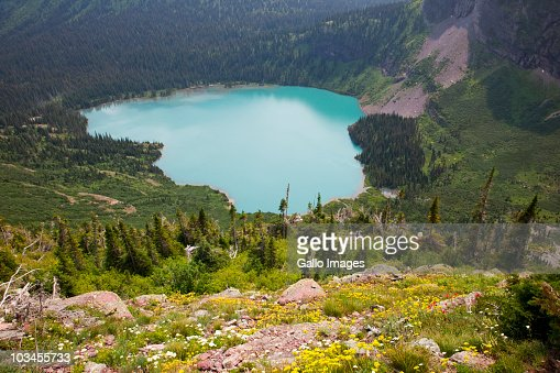 View of Grinnell Lake from Grinnell Glacier trail, Glacier National Park, Montana, USA : Bildbanksbilder