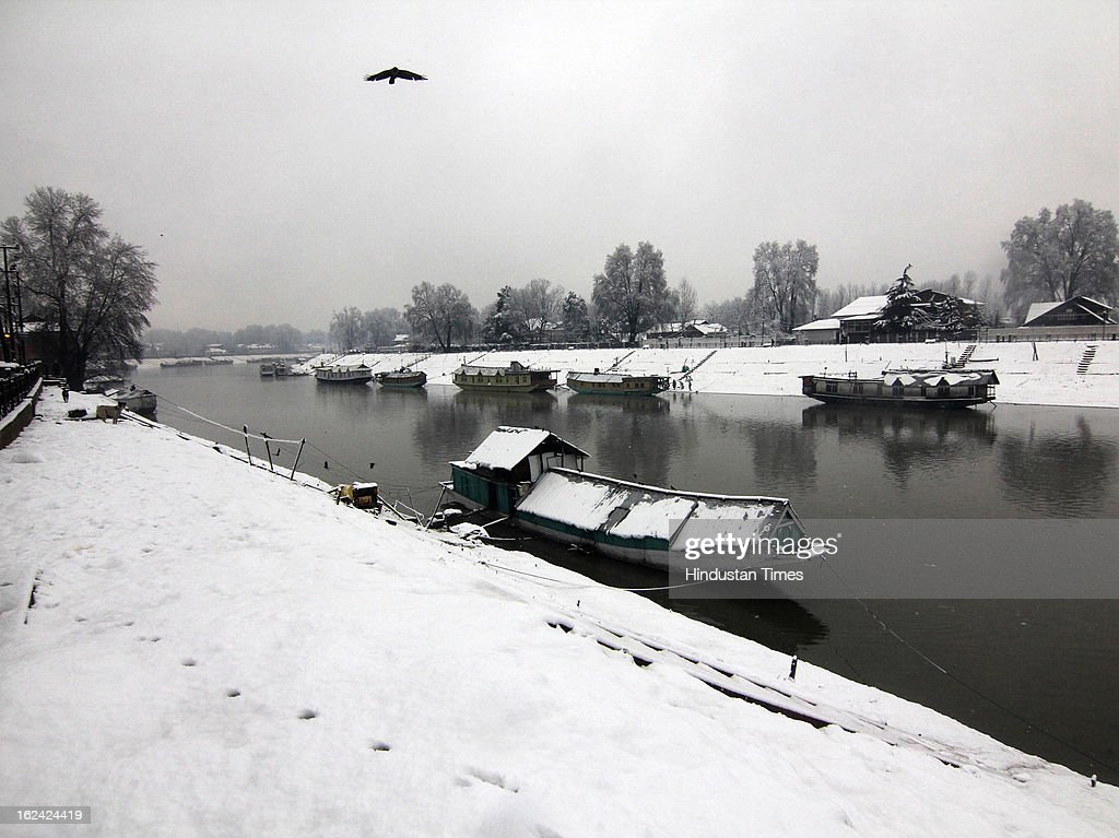 A view of houseboats at Jehlum Lake during fresh Snowfall on February 23, 2013 in Srinagar, India. The Jammu-Srinagar National Highway remained closed for the second day on Saturday even as fresh snowfall across Kashmir prompted authorities to issue an avalanche warning in higher reaches of the Valley.
