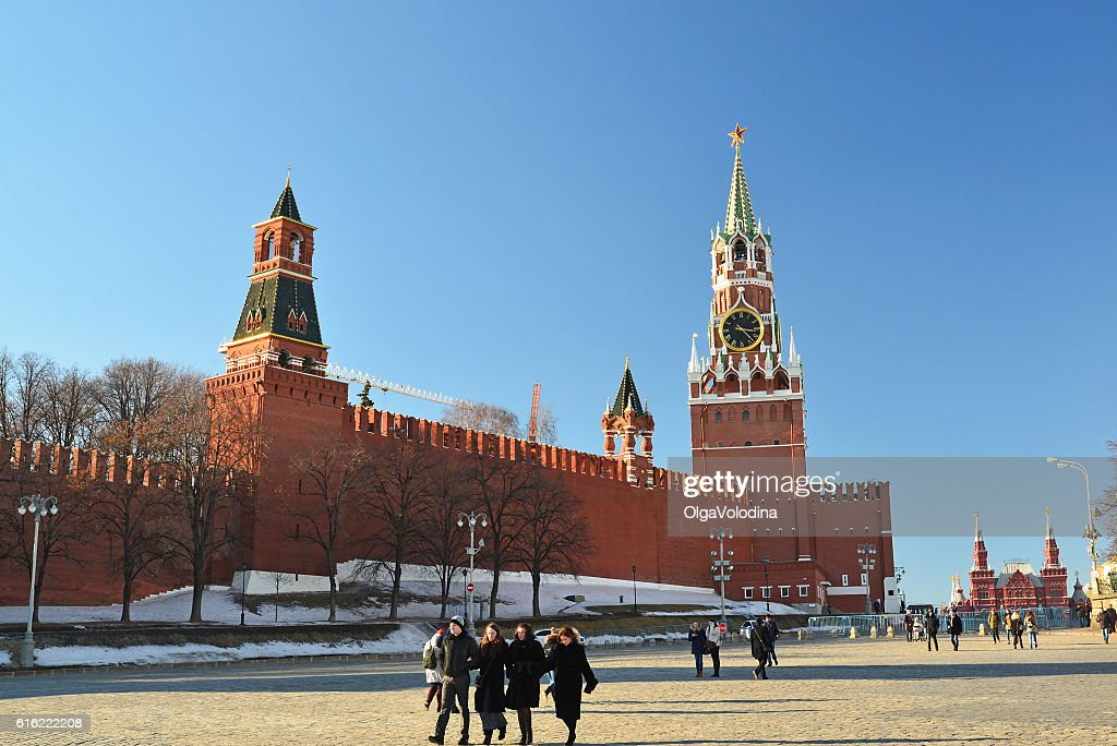 View of  Kremlin from Vasilyevsky Spusk and passers-by : ストックフォト