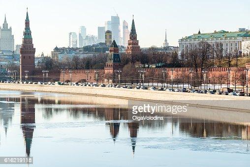 Blick auf den Kreml vom Fluss in Moskau, Russland : Stock-Foto
