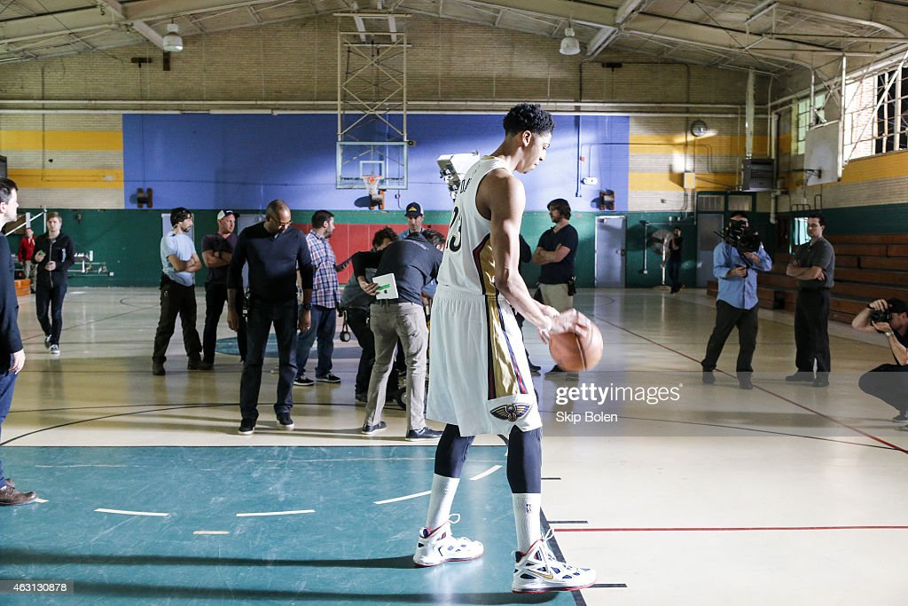 A view of New Orleans Pelicans power forward <a gi-track='captionPersonalityLinkClicked' href=/galleries/search?phrase=Anthony+Davis+-+Jugador+de+baloncesto&family=editorial&specificpeople=9539354 ng-click='$event.stopPropagation()'>Anthony Davis</a> at the American Express PIVOT shoot at Martin Behrman School on January 20, 2015 in New Orleans, Louisiana.