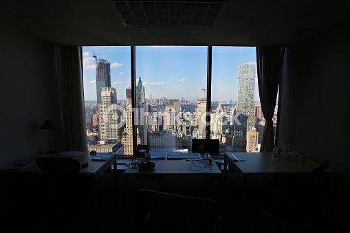Vista della citt di new york panorama attraverso la for Finestra new york