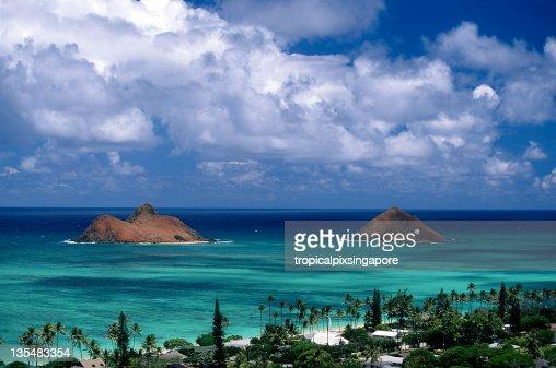 A view of Oahu, Lanikai and the Mouku Lua Islands in Hawaii