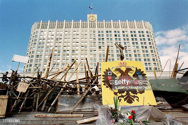 View of one of the barricades in front of the Russian White House in Moscow on August 24 1991 Russia marks on August 1922 the 20th anniversary of the...