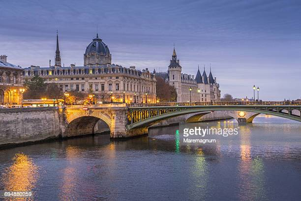 Pont Au Change Photos Et Images De Collection Getty Images
