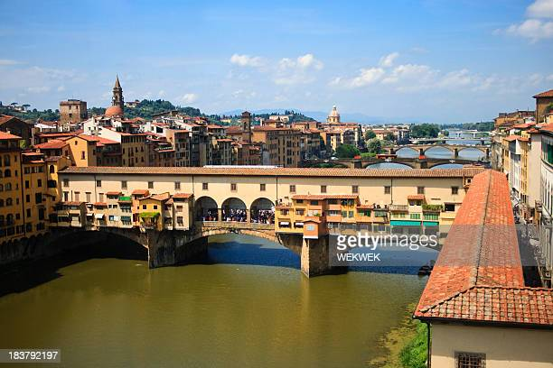 Vista del Ponte Vecchio e sul fiume Arno