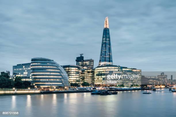 Blick auf die Themse von der London Tower Bridge, Zentral-London, UK