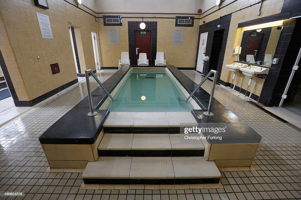 Historic british swimming baths getty images for Mounts swimming pool northampton