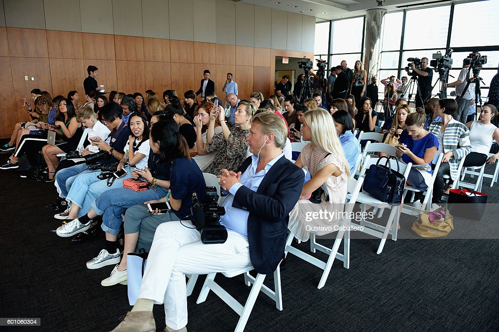 view-of-the-audience-at-the-tommyxgigi-press-confrence-during-new-picture-id601060304