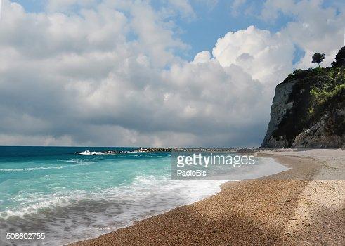 View of the Conero beach, near Sirolo : Foto de stock